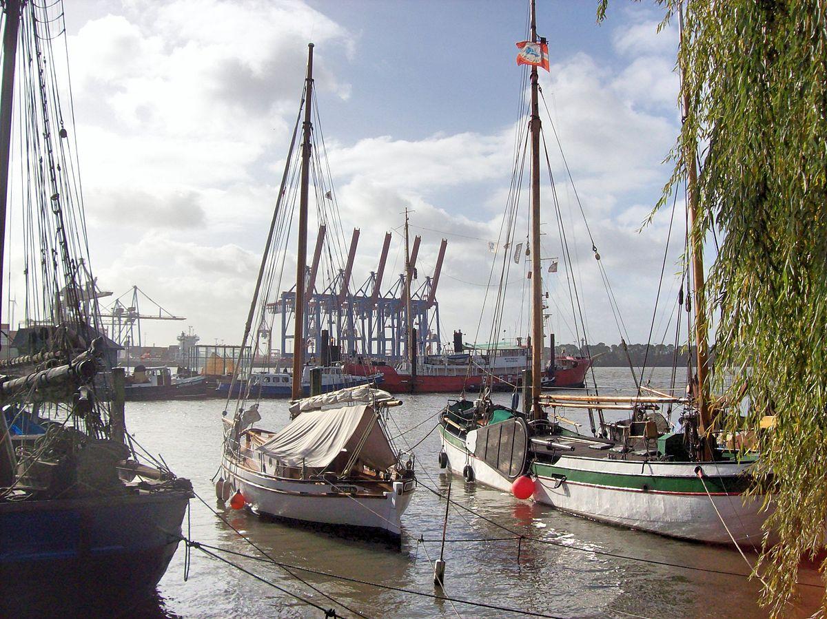 Der Museumshafen Övelgönne an der Elbe