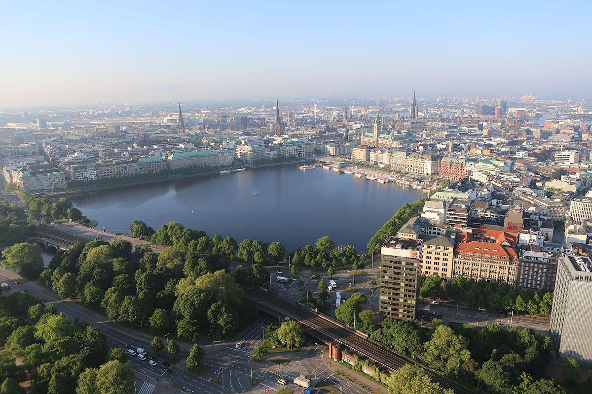 Luftbild der Binnenalster mit der Hamburger Innenstadt im Hintergrund