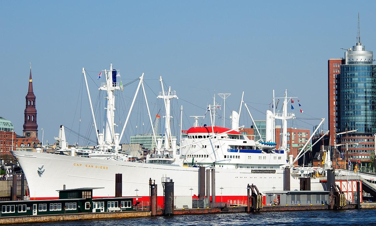 Die Cap San Diego im Hafen von Hamburg