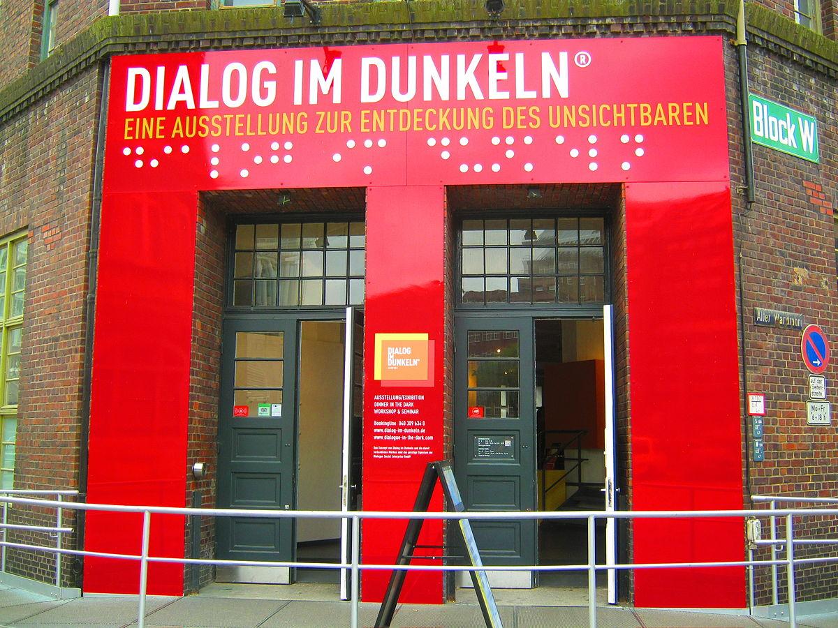 Der Eingang zum Dialog im Dunkeln