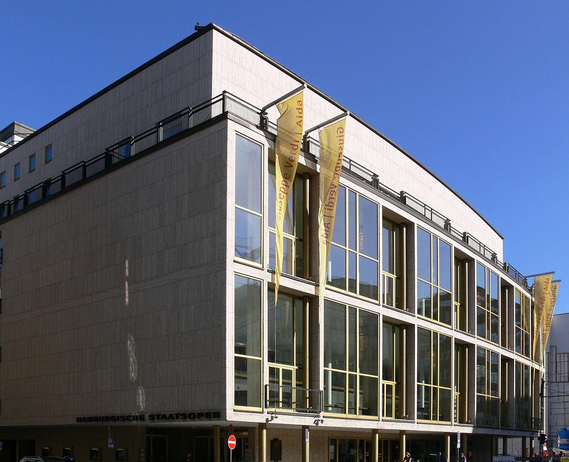 Seitenansicht der Hamburgischen Staatsoper
