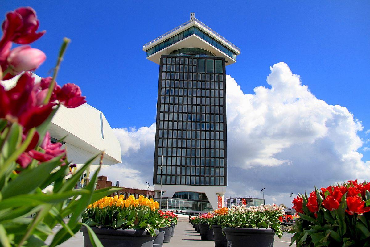 Der A'DAM Tower von unten