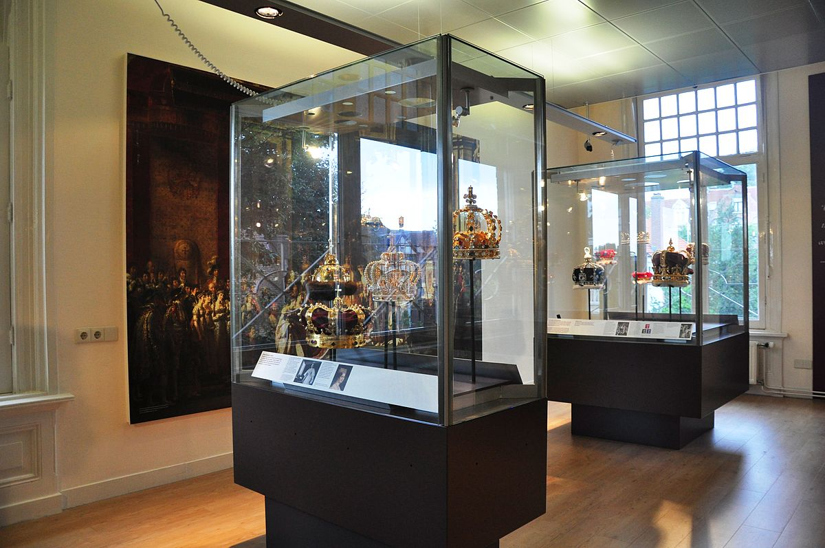 Kronen im Diamantenmuseum Amsterdam