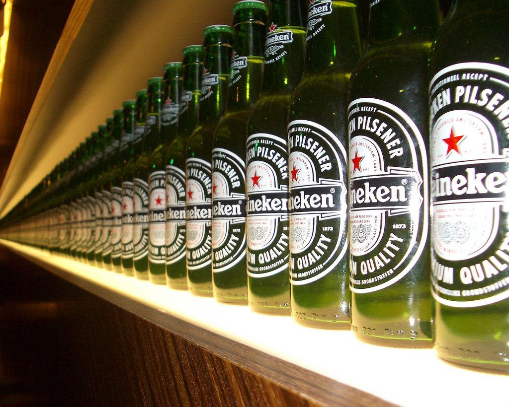 Bierflaschen in der Heineken Experience