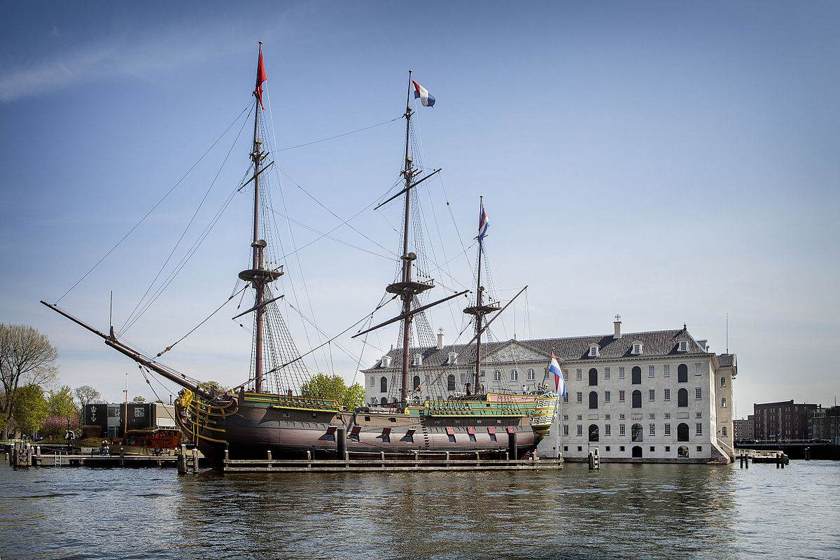 Die Amsterdam vor dem Nederlands Scheepvaartmuseum